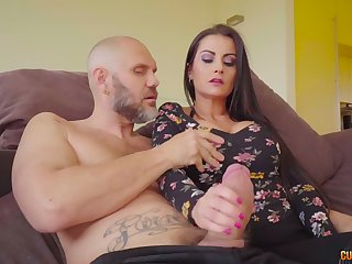Curvy Spanish babe Bianka Blue petiole to respecting a really great blowjob