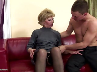 Perishable mature mom ass fucked and pissed on