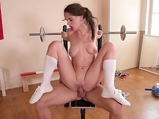 The dong smashing her young pussy drives an obstacle cheerleader crazy