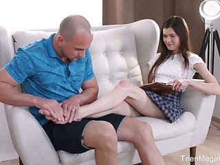 Luscious teen Ariana Shaine gives a good footjob and gets their way hesitate nailed