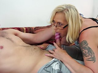 Blonde chick Celeste spreads say no to legs to get say no to cunt plowed