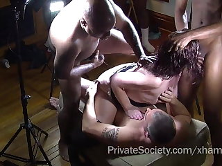 The Private Linkage Gangbang Club For Lonely Housewives