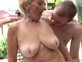 Granny fucks contiguous regarding a come together