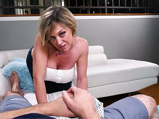 Ardent blowlerina Dee Williams is pinch on touching treat her stud thither a titjob
