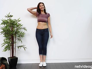 Curvy amateur babe Bella blows a big dick on the toss embed
