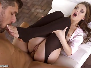 Foot talisman boyfriend cums on sexy feet of seductive babe Shelley Bliss