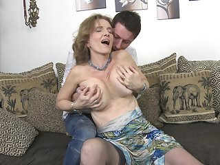 Mature blonde regarding saggy confidential Raina W. gets fucked doggy style