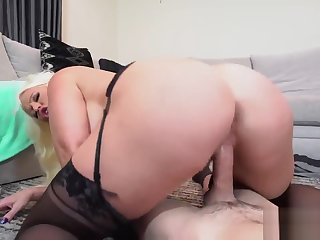 Sex encircling sleeping crony' ally's step daughter and arab mom big ass She