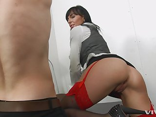 Erotic porn video concerning brunette secretary Franki Rider together with her boss