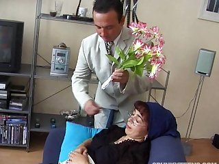 Mature amateur relative to glasses fucked in doggystyle and loves it