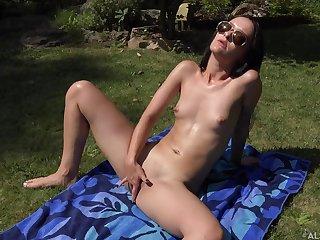 Sasha Sparrow open-air unescorted masturbation