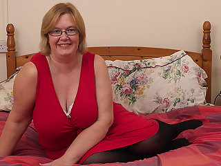 British Mature Lady Shows Her Obese Tits And Masturbates - MatureNL
