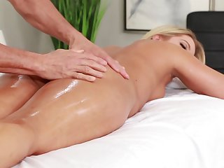 MILF enjoys massage and sex on a spicy combination