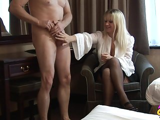 Skinny lady's man takes off his pants to be stroked wits Jessica Rae
