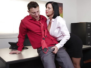 Exquisite milf Veronica Avluv gets fisted together with fucked